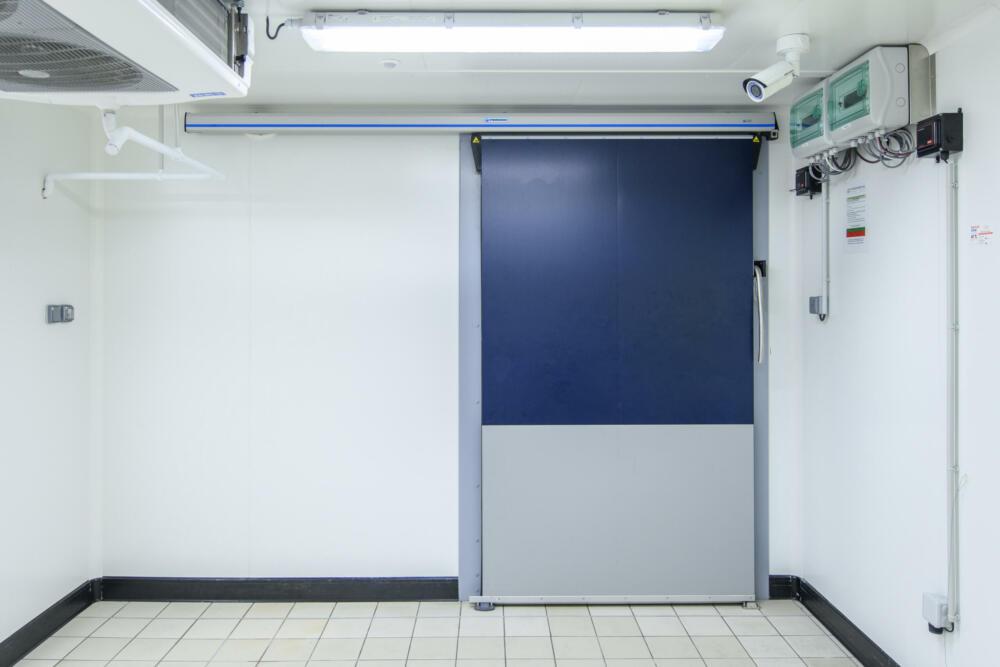 Une porte isotherme pour enceinte isotherme