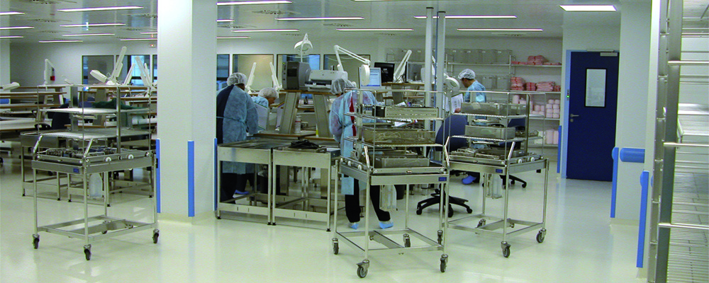 Dagard employee working on a clean room element